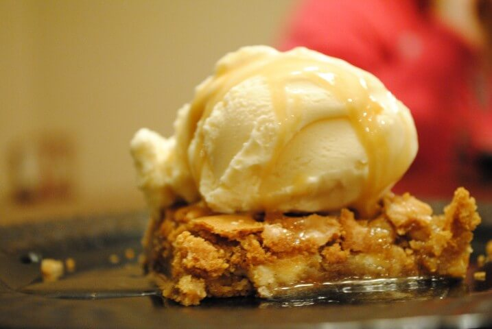 Copycat Applebee S Walnut Blondie With Maple Butter Sauce