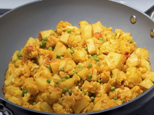 Aloo Gobi (Indian Potatoes And Cauliflower)