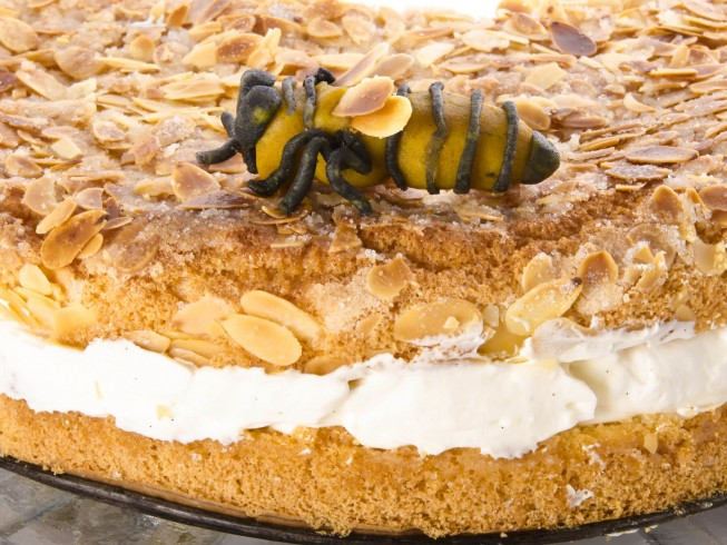Bienenstich (Bee Sting Cake) Recipe | CDKitchen.com
